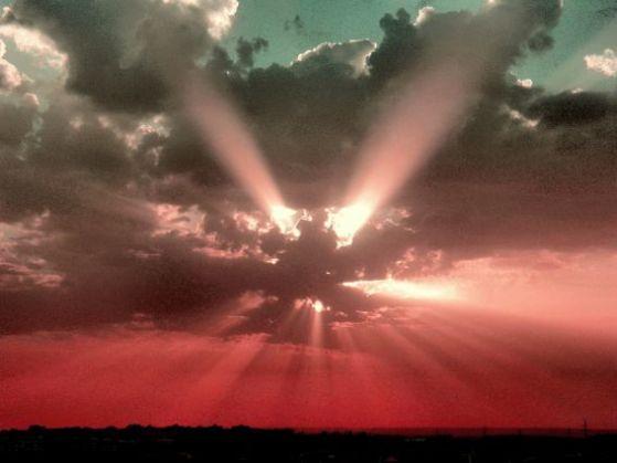 Y en los Centros de los Misterios, los antiguos iniciados, cuando se preparaban de una manera definida, eran capaces, justo en el momento de la salida del sol, de formular las preguntas más solemnes y sagradas a los espíritus cósmicos, y enviar estas preguntas, desde lo más profundo de sus corazones, a la lejanía del espacio cósmico.
